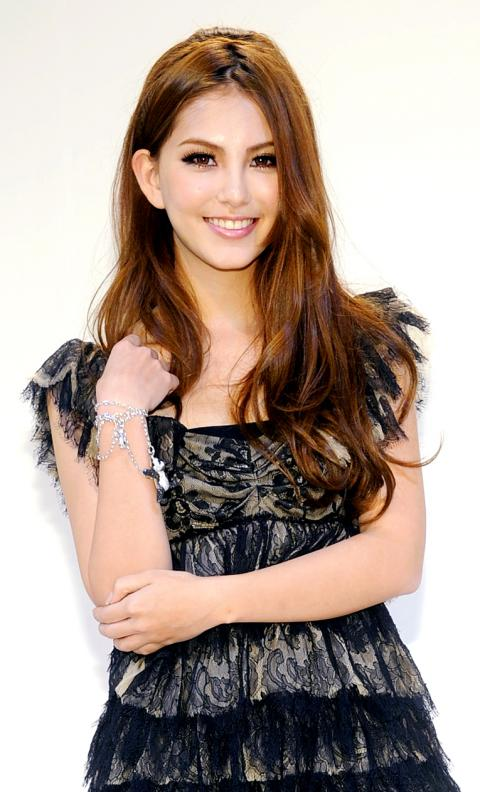 Jay Zhou ��������� and HANNAH QUINLIVAN ������ Have a 14 Year Age.