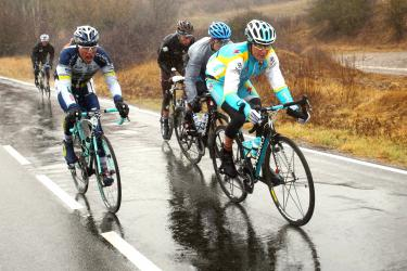 Bad weather hits, Schleck pulls out - Taipei Times