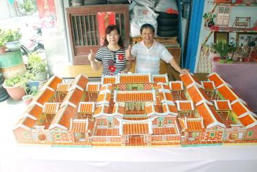 Chiu Pi Mei And Her Husband Wu Yu Fung Present Their Origami Replica Of The Yi Yuan Heritage House In Tianwei Township Changhua County On Friday