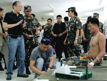 Manila muslim rebels discuss ceasefire taipei times for Bureau zamboanga