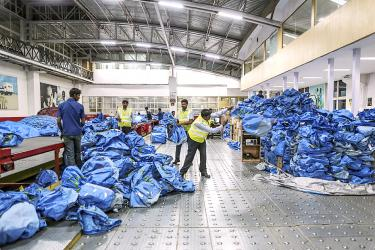 Blue Dart expands to fend off small e-commerce rivals - Taipei Times