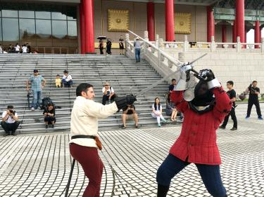 Sword fighters show off skills in flash mob display - Taipei
