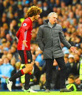 Fellaini sent off as United, City play out goalless draw