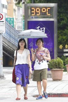 Taipei temperatures set record consecutive highs