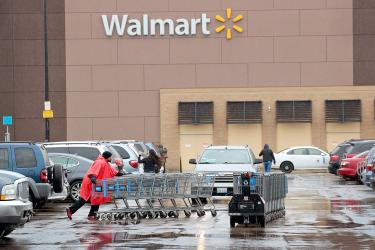 Walmart raises pay in US even as 63 Sam's Clubs close