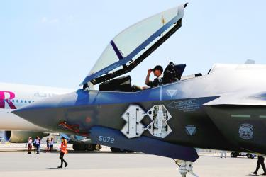 Lockheed to offer F-22, F-35 hybrid to Japan: sources