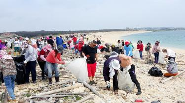 Thousands clean up for Earth Day