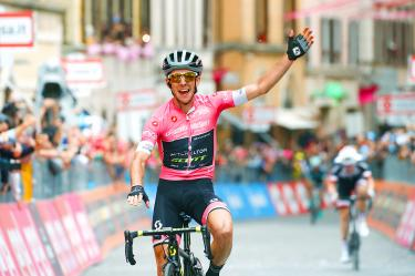 Yates extends lead with 11th stage win