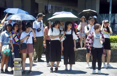 Temperatures set records nationwide, 'plum rains' delayed
