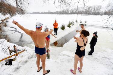 Young Russians seek health, highs in ice swimming