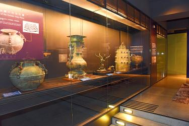 Over 1,700 Eastern Chou relics on exhibit