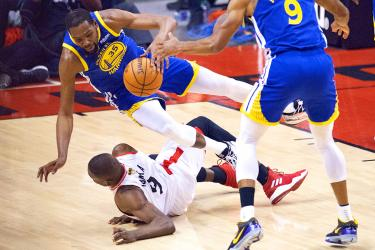 Raptors squander chance to clinch title