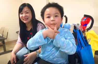 Seven-year-old boy in miraculous recovery following Puyuma train derailment 普悠瑪事故後重生 謝小弟盼九月返校園