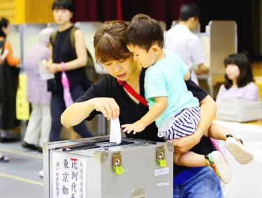 Japan's Abe set to retain majority in upper house