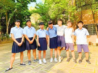 High school allows boys to wear skirts to class
