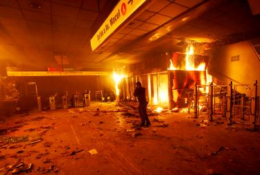 Students target subways with protests in Santiago
