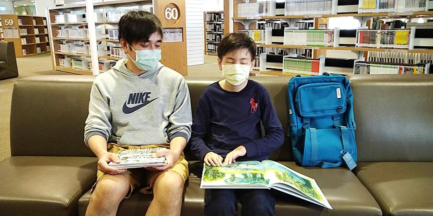 Blind boy leads book borrowers in Kaohsiung