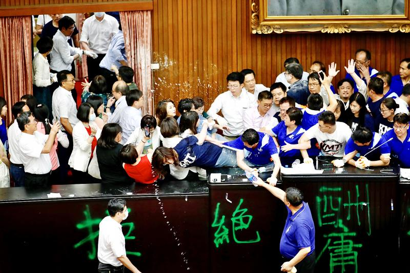 KMT bid to block legislative votes fails