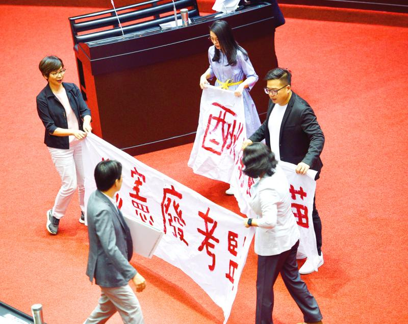 TPP and NPP lawmakers urge abolition of Control Yuan and Examination Yuan