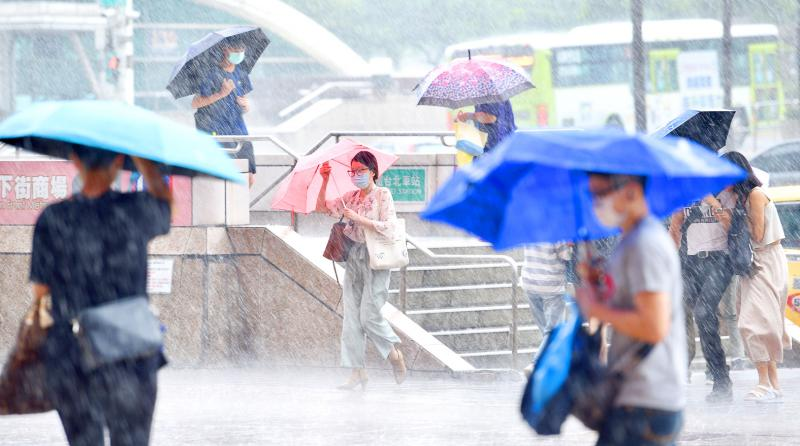 Hagupit spares nation, but CWB warns of damage