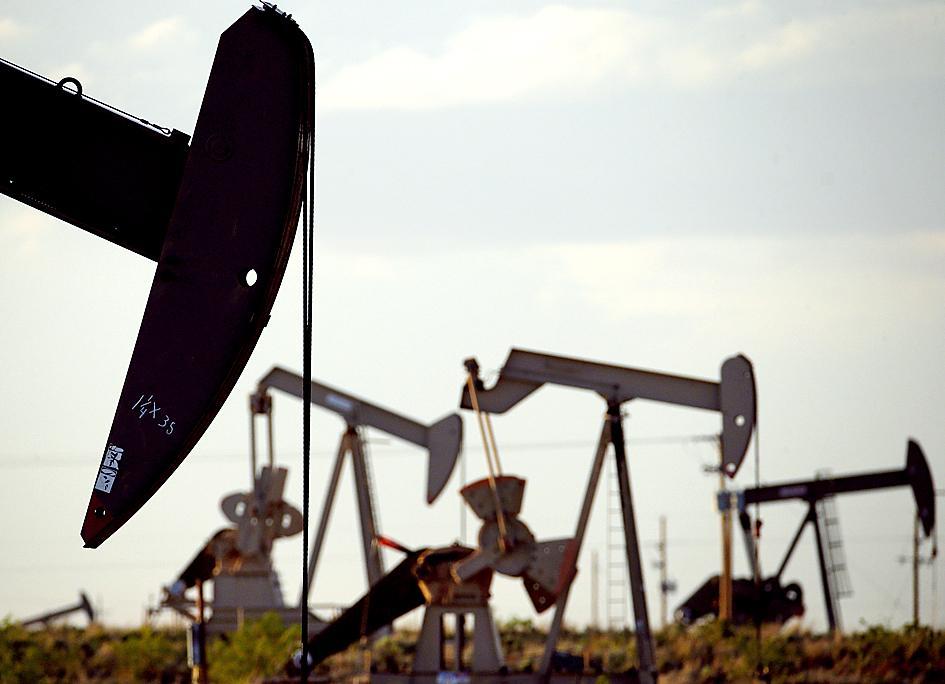 US crude inventories plunge by 9.4M barrels in hurricane week