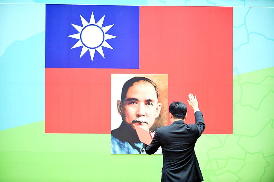 Ending oaths to portraits of Sun democratic: DPP