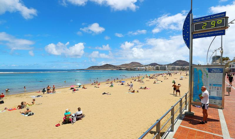 Virus Outbreak: Canary Islands open to British, German tourists