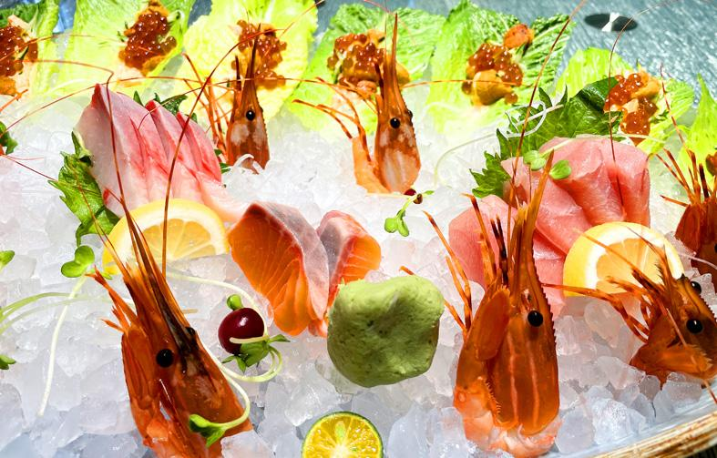 Iced roe, shrimp and slices of raw fish are displayed in Taichung in an undated photograph. Photo copied by Chen Chien-chih, Taipei Times