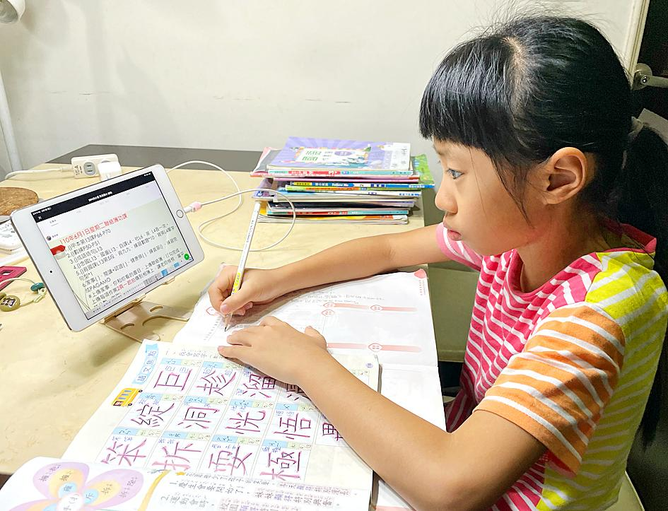 COVID-19: Too much screen time can hurt kids' eyes: specialist