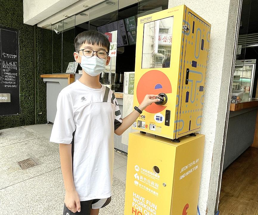 Hsinchu's 'battery hubs' give reward points for recyling